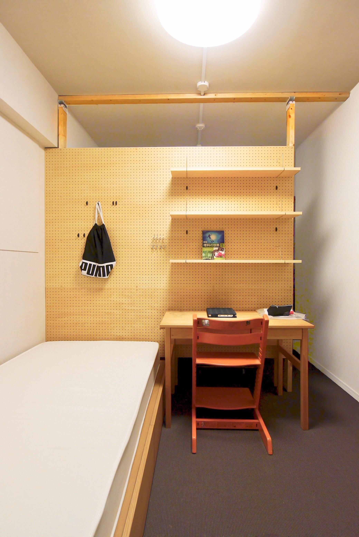 間仕切り壁が収納の役割を兼ね合わせています。省スペースも有効活用!